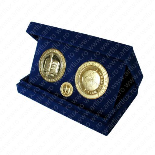 _vyr_12cutie_trepied_medalie